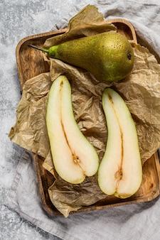 季節の熟した梨。