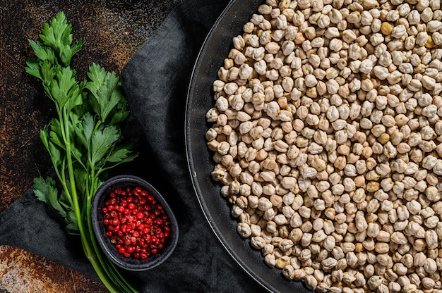 ローストヒヨコ豆をピンクコショウで調理する概念。
