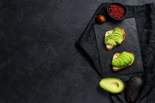 Авокадо тост.