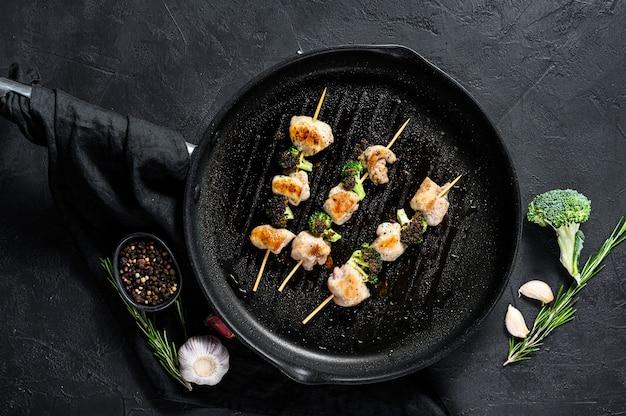 ケバブ-肉の串焼き、シシカバブと野菜。