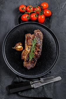 牛肉のロース肉ステーキ。マーブルプレミアムビーフ