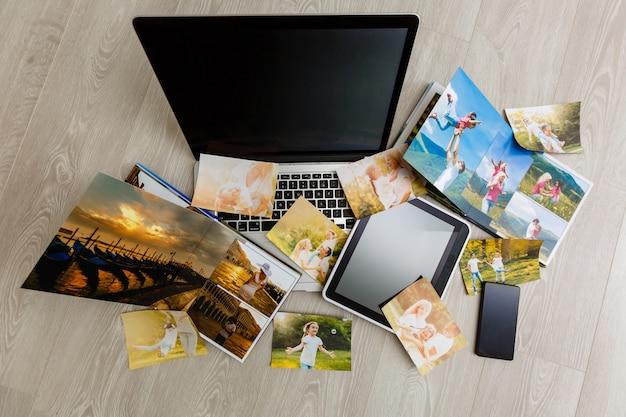 ヴィンテージの木製デスクトップ上のラップトップとデジタルタブレットで流行に敏感な写真撮影機器、