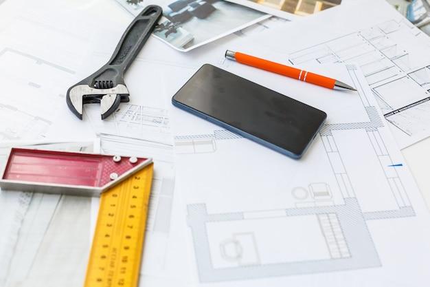 建築家の設計作業図面スケッチ計画