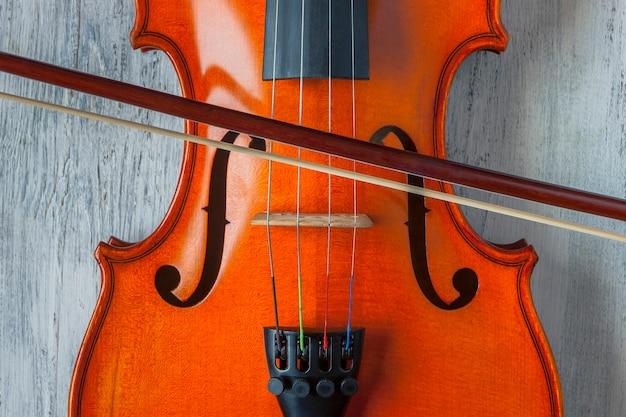 Скрипка с бантом