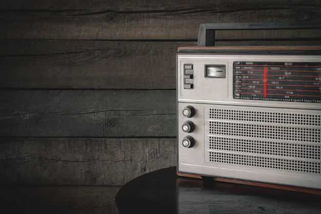 古いトランジスタラジオ