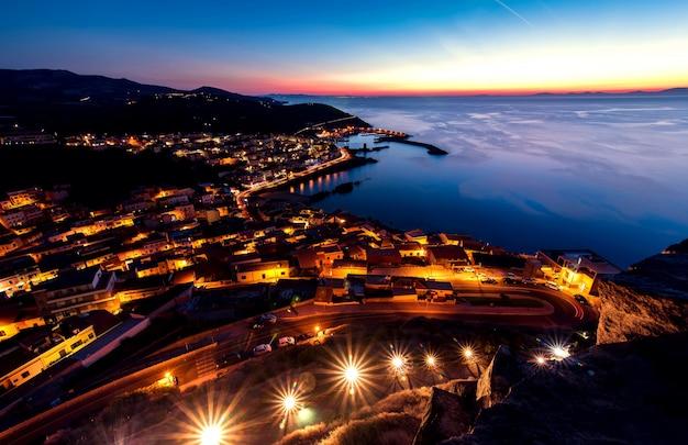 日没時間の街並みの夜景
