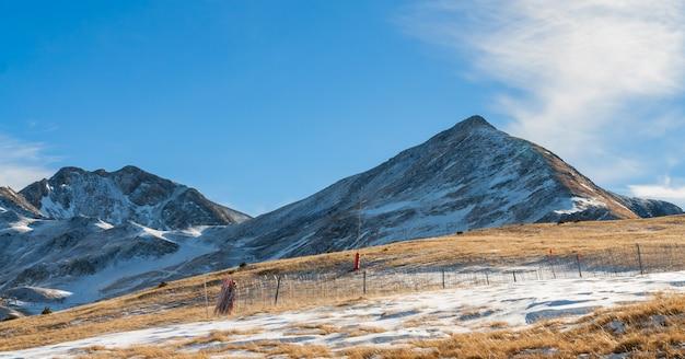 Горы со снегом - пиренеи