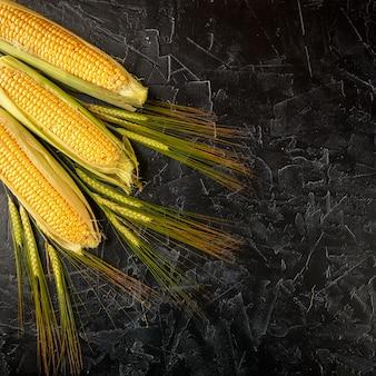 トウモロコシと小麦のスパイク