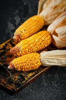 乾燥トウモロコシの穂軸