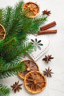 クリスマスの装飾とスパイス