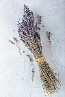 白い装飾の乾燥ラベンダーの花