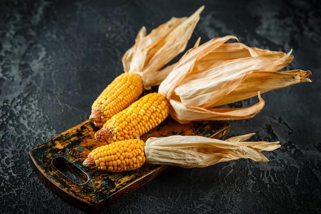 乾燥したトウモロコシの穂軸
