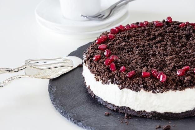 Вкусный ванильный шоколадный чизкейк.