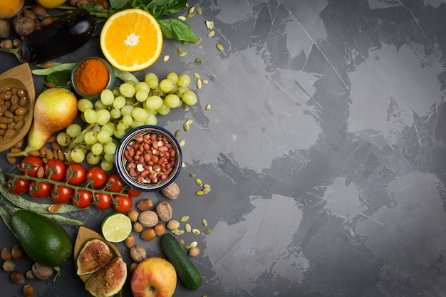 秋の野菜と果物。健康的な季節の食べ物
