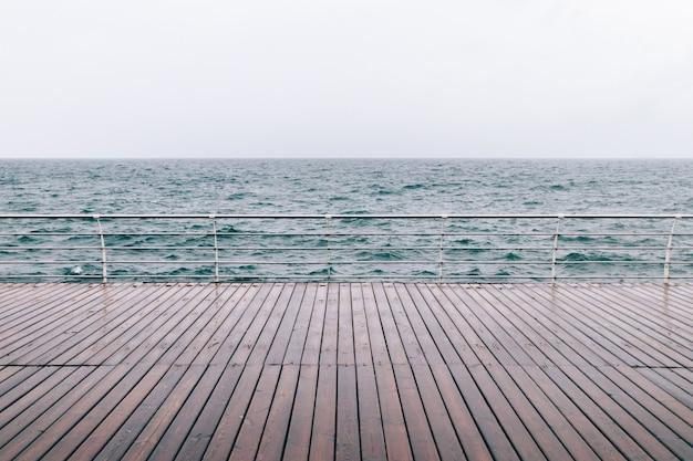 海堤防の眺め