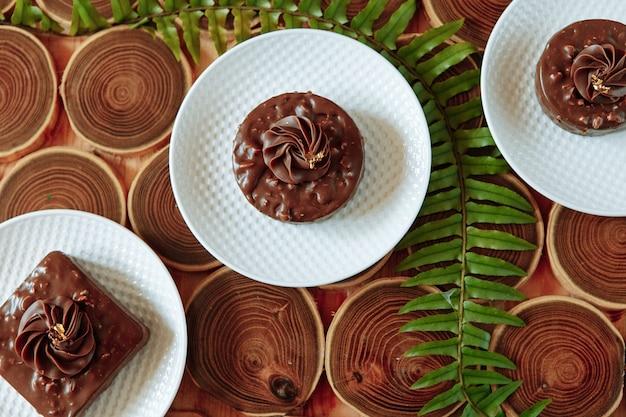 Домашние шоколадные закуски с орехами.