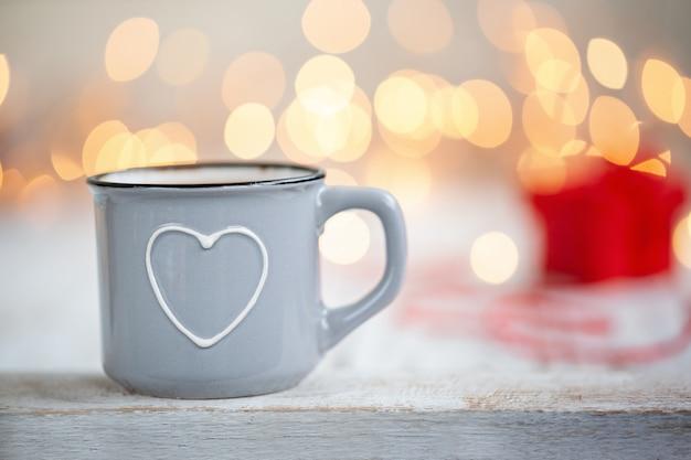 一杯のコーヒーとハート、バレンタインデーのコンセプト、