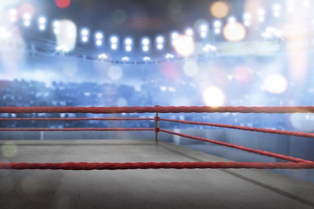マッチのための赤いロープで空のボクシングのリング