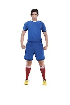 アジアのフットボール選手が立っています。