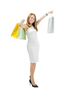 買い物袋を保持している白いドレスのアジアの女性の肖像画