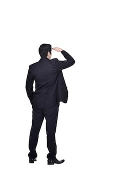 見上げるアジア系のビジネスマンの背面図