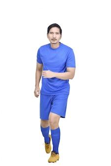 Вид спереди азиатского футболиста с синим свитером