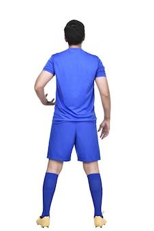 Вид сзади азиатского футболиста в синем свитере