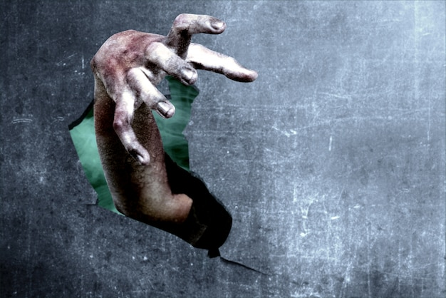 壊れた壁からゾンビの手