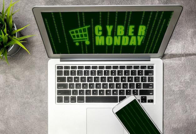 机の上のノートパソコンの画面にサイバー月曜日の広告