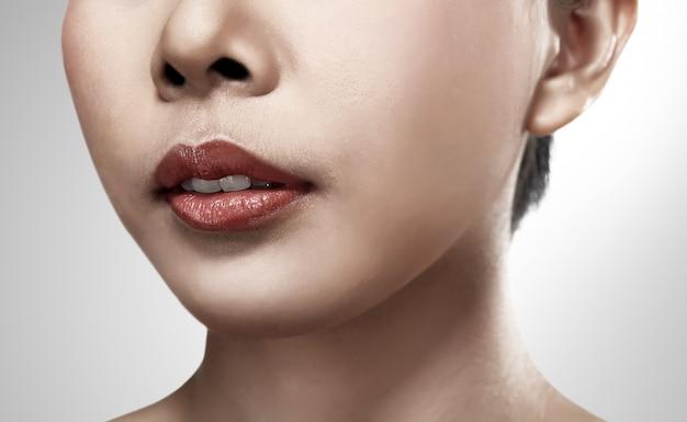 かなりアジアの女性の唇の画像