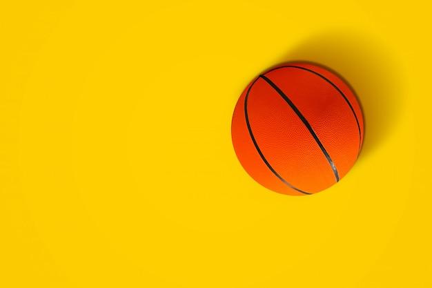 鮮やかな色のバスケットボール