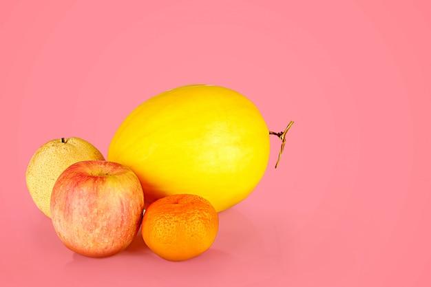 鮮やかな色の果物の種類