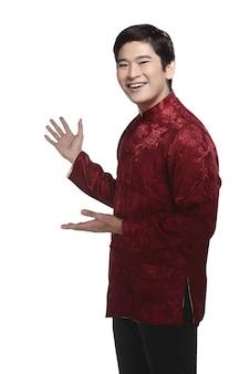 チャイナスーツの中国人男性