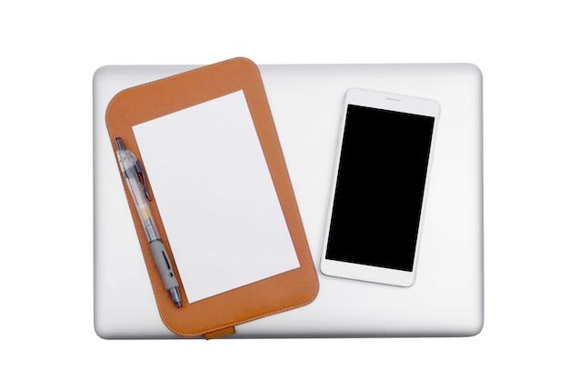 Ноутбук и мобильный телефон с ручкой