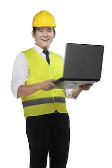 安全ベストと黄色いヘルメットを身に着けているアジア人労働者