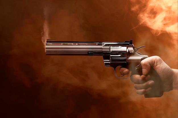 Рука, указывающая на пистолет
