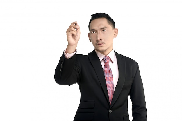 Азиатский мужчина что-то пишет