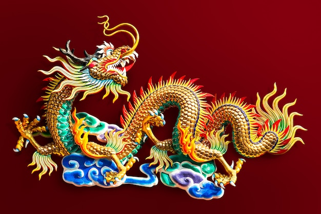 Китайская статуя золотого дракона