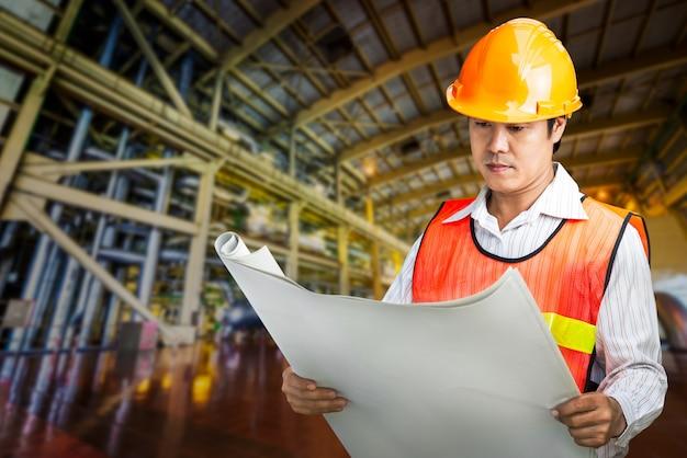 Электростанция управляет инженером