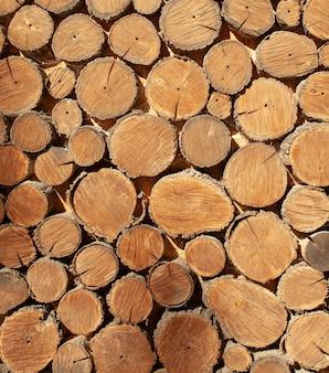 木材の丸い木材の背景をクローズアップ。木の模様