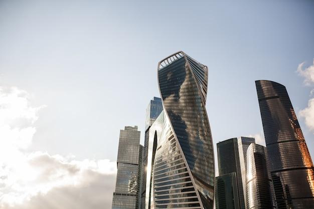 高層ビルのモスクワシティービューモスクワ国際ビジネスセンター