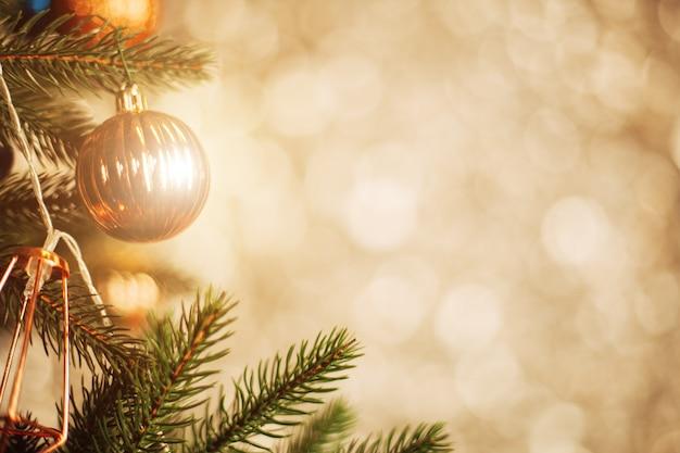 装飾クリスマスツリーをクローズアップ