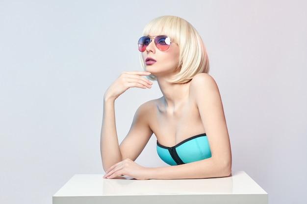Мода художественный портрет женщины в купальнике