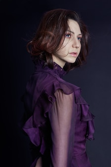 コントラストファッションアルメニアの女性の肖像画