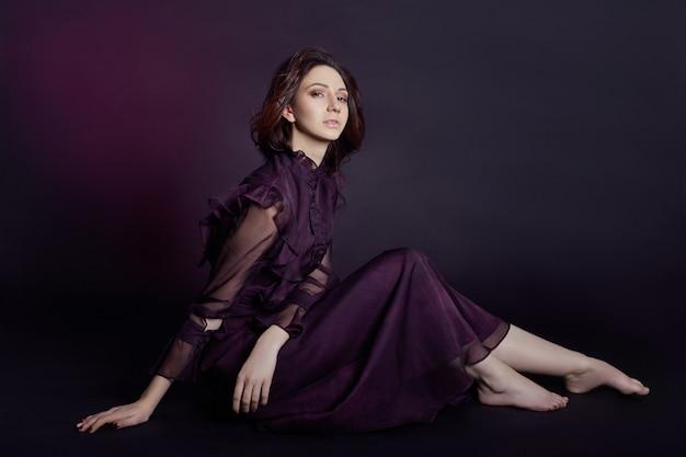 コントラストファッションアルメニア女性の肖像画のドレス