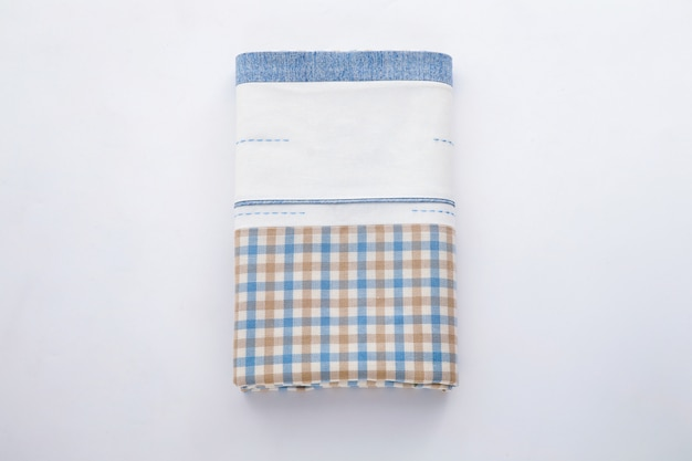 白地に青と白の市松模様のテーブルクロス
