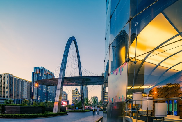 バンコクタイのビジネス地区の高層ビルとバンコクの夜景