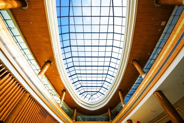 現代の建物の屋根