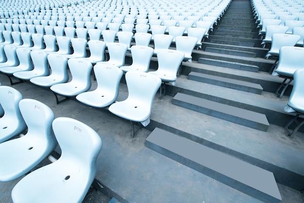 白い競技場の座席のパターン