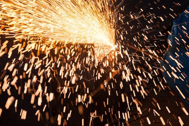 製錬業における火花
